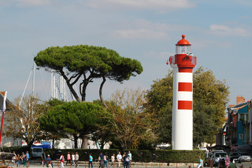 Phare au pied de la tour Saint-Nicolas - La Rochelle