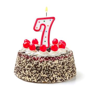 Geburtstagstorte mit brennender Kerze Nummer 7