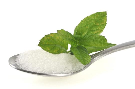 Feuille de stévia et sucre en poudre