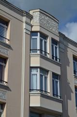 Façade d'un immeuble art déco (Normandie)