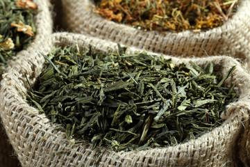 te' verde foglie secche  in sacco di iuta