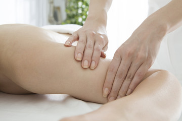 Slimming massage of the upper arm