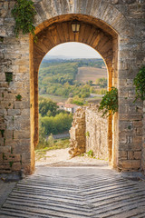 Fototapeta Exit the town of Monteriggioni with views of the Tuscan landscap