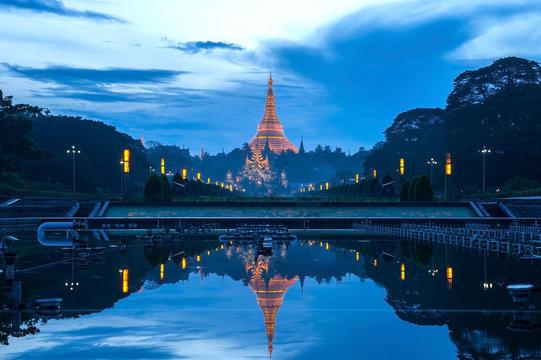 Reflection of Shwedagon pagonda