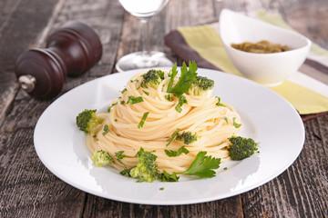 spaghetti and broccoli
