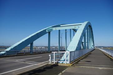 水色の橋と青空