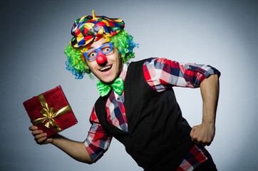 Wall Mural - Funny clown with red giftbox