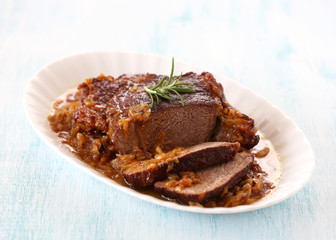 Beef with roasted onions