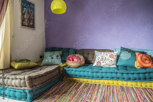 Divano colorato immagini e fotografie royalty free su for Divano colorato