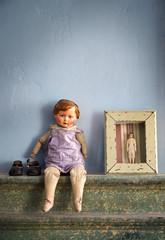 Alte Spielzeugpuppe nostalgisch Stillleben - Old Toy Doll