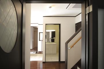 戸建て住宅の居室から見た玄関ホール イメージ