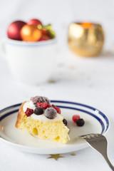 Pandoro with mascarpone cream and berries