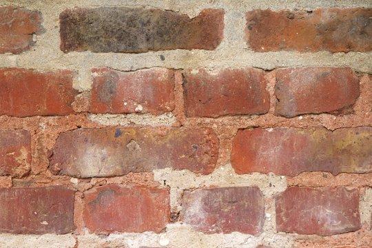 Details einer rot-braunen Backsteinwand