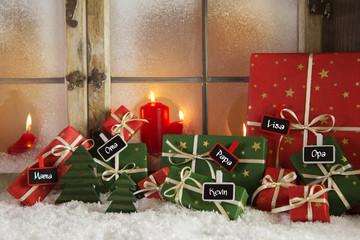 Weihnachtsgeschenke mit Namensschilder