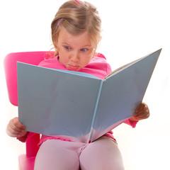 Überraschung beim lesen - coole Mimik