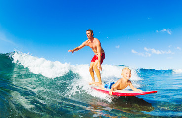 Fototapete - Father and Son Surfing