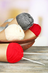 Knitting yarn with knitting needles