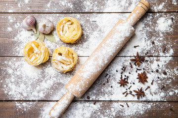 Wooden rolling pin with flour and pasta