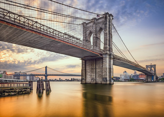 Tuinposter Ikea Brooklyn Bridge over the East River in New York City