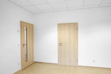 Raum mit zwei Türen