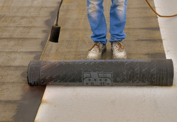 bitumen roofing felt roll for melting by gas heater torch flame