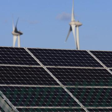 panneaux solaires et éoliennes