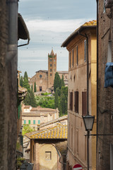Fototapete - Alley in Siena, Tuscany, Italy