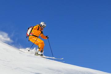Wall Mural - Dynamisch skifahren im Pulverschnee