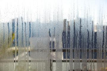 結露した窓ガラス