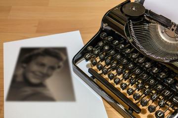 Nostalgie Schreibmaschine, mit Frauenbild