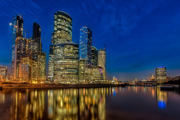 Бизнес центр Москва Сити ночью