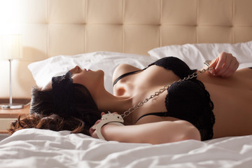 Papiers peints Akt Image of pretty young submissive lying in bed
