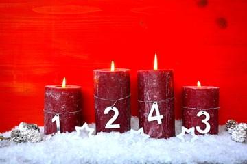 Adventskerzen mit  Zahlen