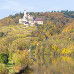 Flußlandschaft im Herbst