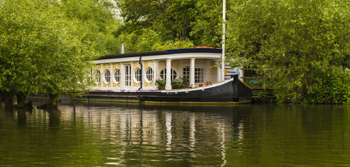 A riverboat is moored on the Thams just outside of Oxford