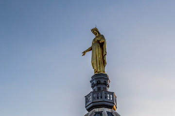 Statue de bronze de la Vierge Dorée
