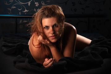 Laszive Frau im Bett
