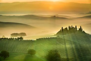 Obraz Sunrise over the green fields in Tuscany - fototapety do salonu