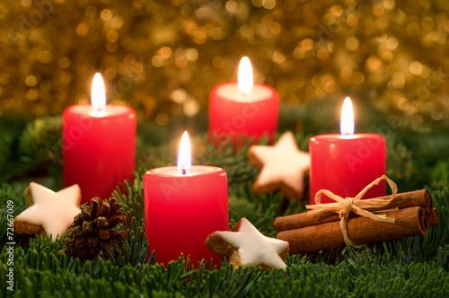 adventskranz mit roten kerzen stockfotos und lizenzfreie. Black Bedroom Furniture Sets. Home Design Ideas