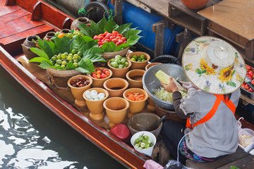 Papaya salad in floating market.
