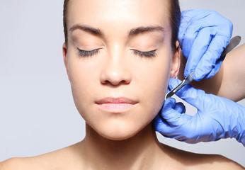 Fototapeta Korekcja odstających  uszu, medycyna estetyczna obraz