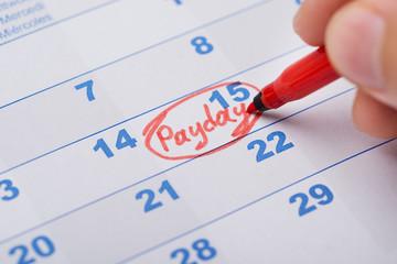 Fototapete - Hand Marking Payday On Calendar