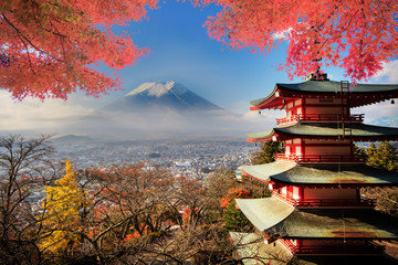 Türaufkleber Tokio Mt. Fuji with fall colors in Japan.