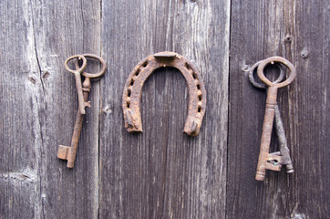 rusty ancient key and vintage horseshoe