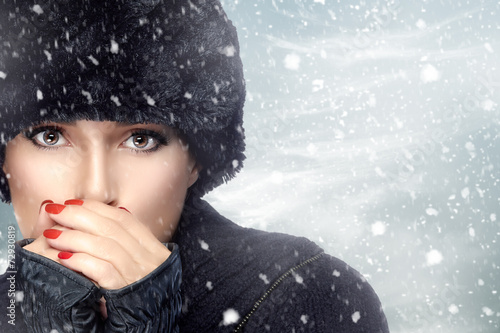 foto-devushek-v-snegu