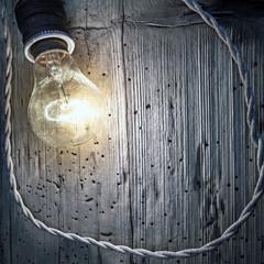 lampaadina su parete in legno