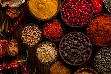 Photo sur Aluminium Variability of Asian spices on wooden table