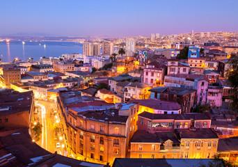 the historic quarter of Valparaíso, by night.