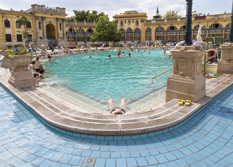 Printed kitchen splashbacks Budapest Relax in the outdoor pool The Szechenyi