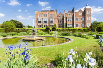 Fototapete - Hatfield House with garden, Hertfordshire, England